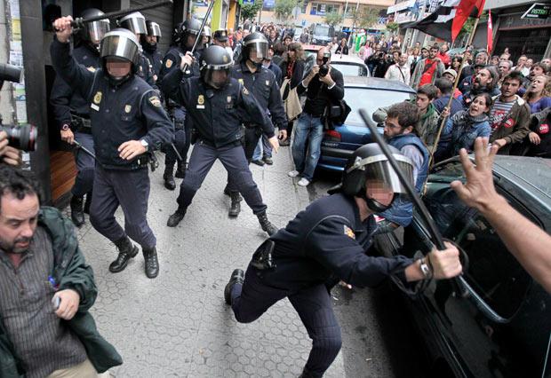 Příznivci cílených reinkarnací se střetli s policií ve stovkách měst celého světa