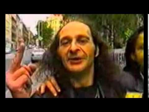 Agresivní kavárník diskutuje s Policií na pražských Vinohradech