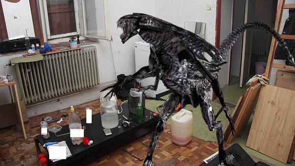 Takto byl mimozemšťan Cvalibiri přistižen ve svém vařičském doupěti!