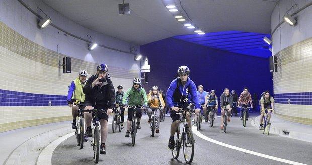 Takhle by již brzy místo metra, mohli se v podzemí Prahy prohánět cyklisté.