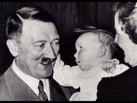 Je toto Hitler se svým vnukem Staleinem v náručí? Nejspíš ne.