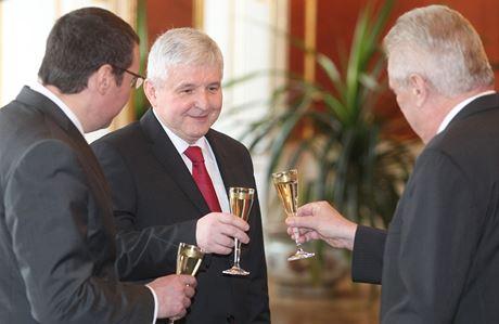 """""""Tak občas jsem se napil. Ale od té doby, co není Miloš již jen výjimečně,"""" tvrdí Rusnok."""