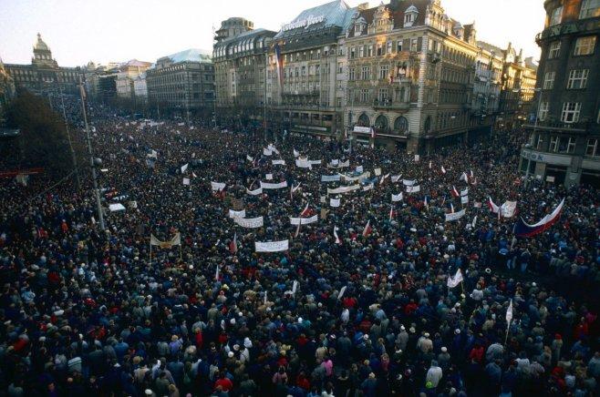 Atmosféra v hlavním městě Czechie, Praze, zůstává dále napjatá.