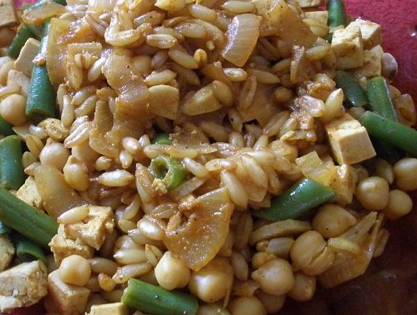 Jídlo doličné - Kamut s cizrnou a fazolovými lusky.