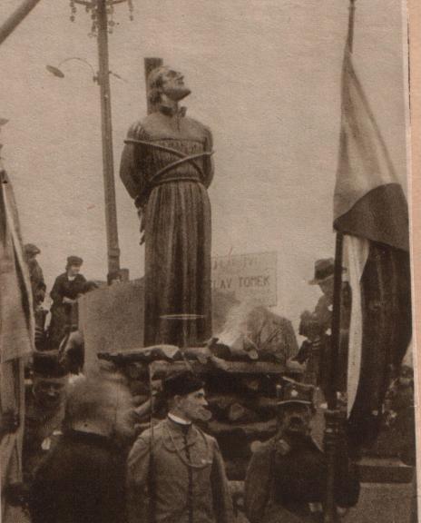 Jan Hus se na dobovém snímku na trenažeru cvičí mentální odolnosti .