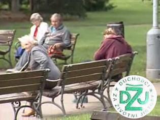 """""""Nevysedávejte jen tak v parku, pojďte s námi do akce!"""" Takto láká leták DžJ."""