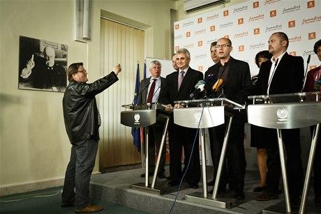 """Vedení strany za Zdeňekm stojí: """"Je převážně neškodný a všichni ho máme rádi,"""" říká B. Sobotka (44)"""