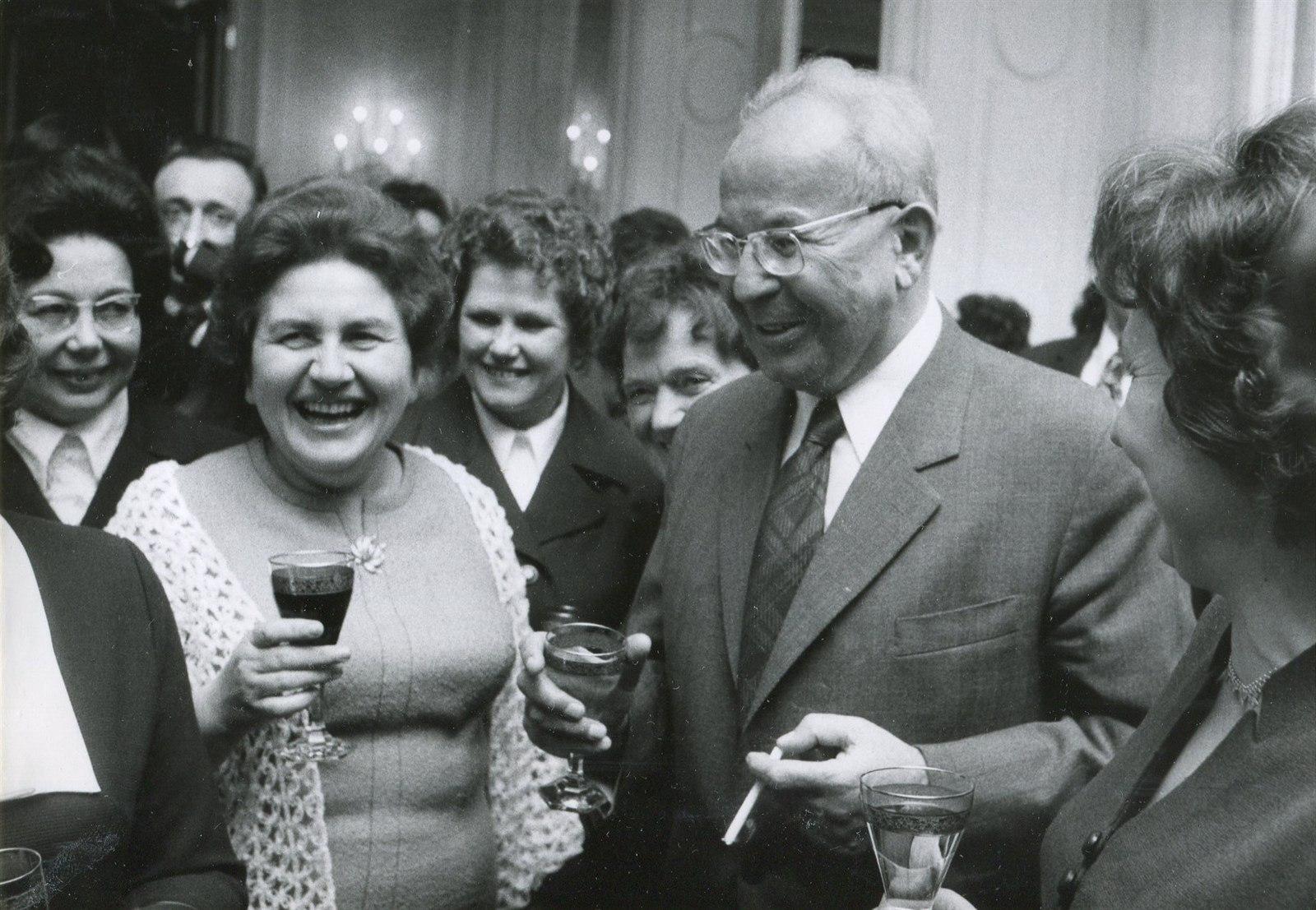 Husákovy brýle? Recept na štěstí! Podívejte, jak se smáli v Moskvě!
