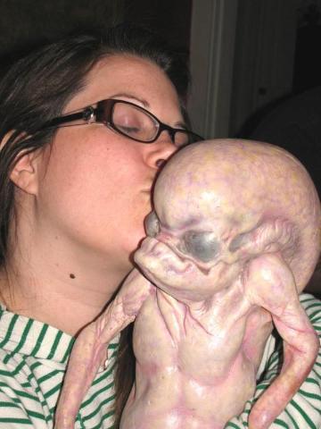 """""""Qagirio je úplně normální malý mimozemšťan. Akorát mění dvakrát za hodinu barvu,"""" říká učitelký Nováčková."""
