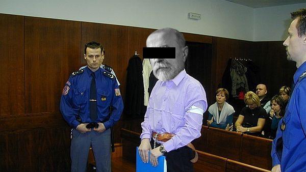 Obžalovaný Burián u sooudu v momentě, kdy přiznal, že se za Masaryka pouze vydával.