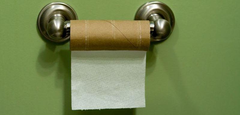 Inkriminovaný papežův věšáček na toaletní papír, zde se dnes objevil Ježíšův svitek!