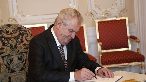 Miloš Zeman píše papeži.